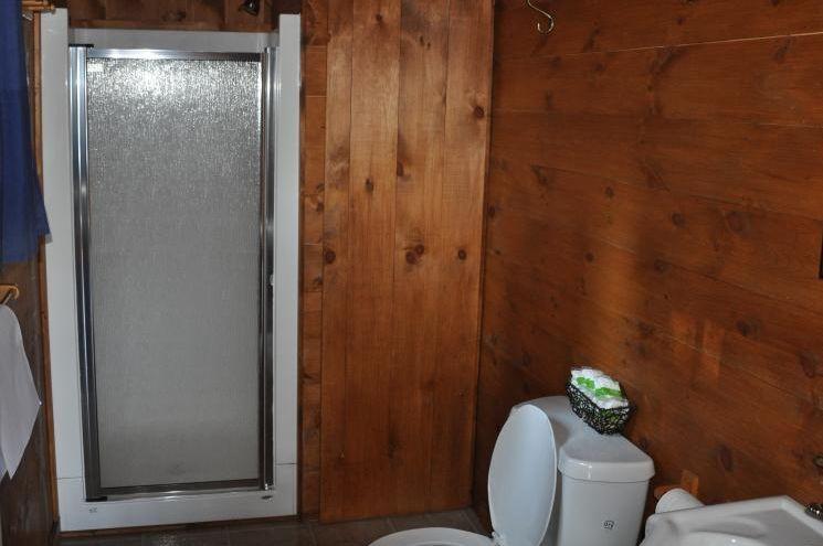 Chalet Lynx salle de bain de la Pourvoirie Mekoos.