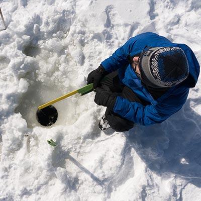 Pêche blanche sur la glace à la Pourvoirie Mekoos