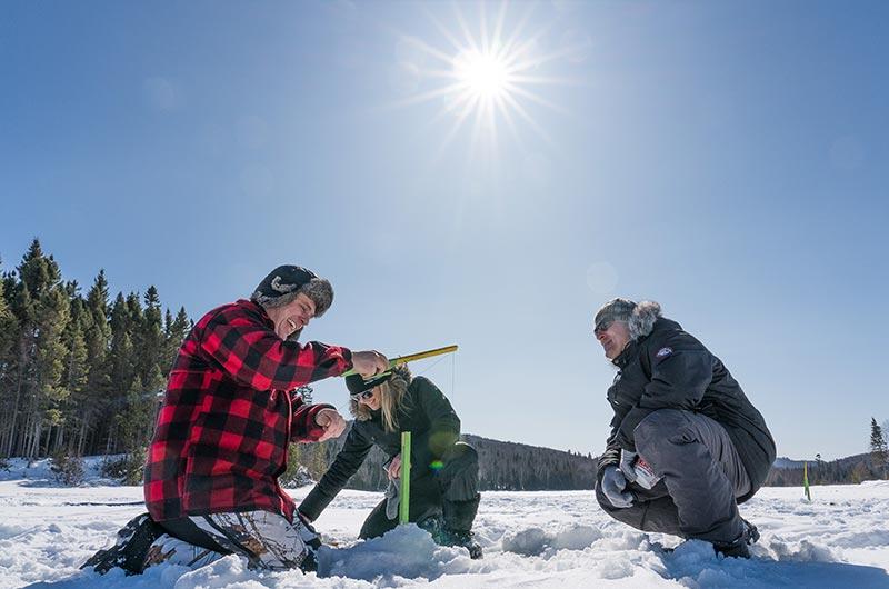 Pourvoirie Mekoos - Activité hivernale des plus satisfaisante : La pêche sur la glace!